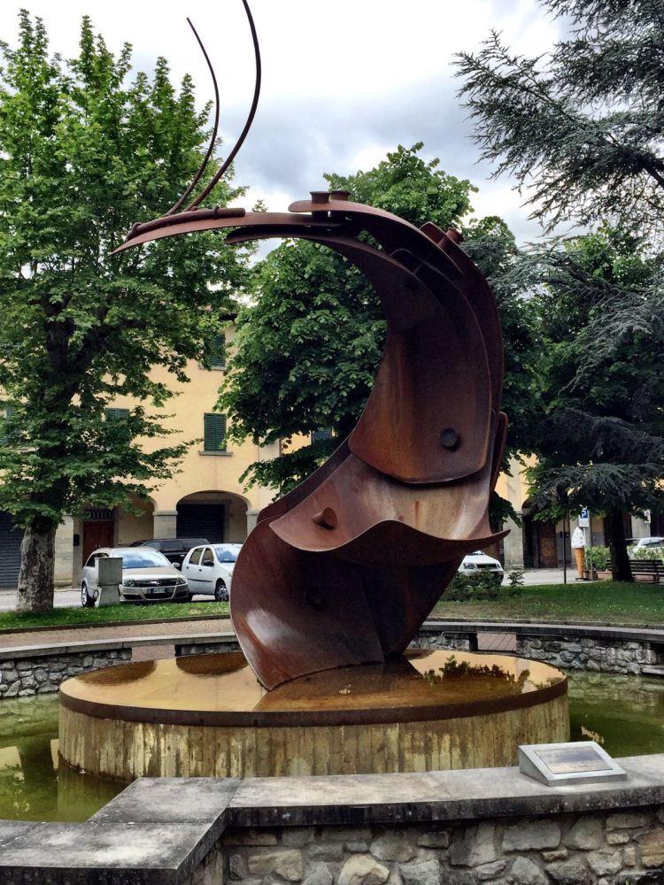 The Giant Prawn: Piazza della Republica, Stia